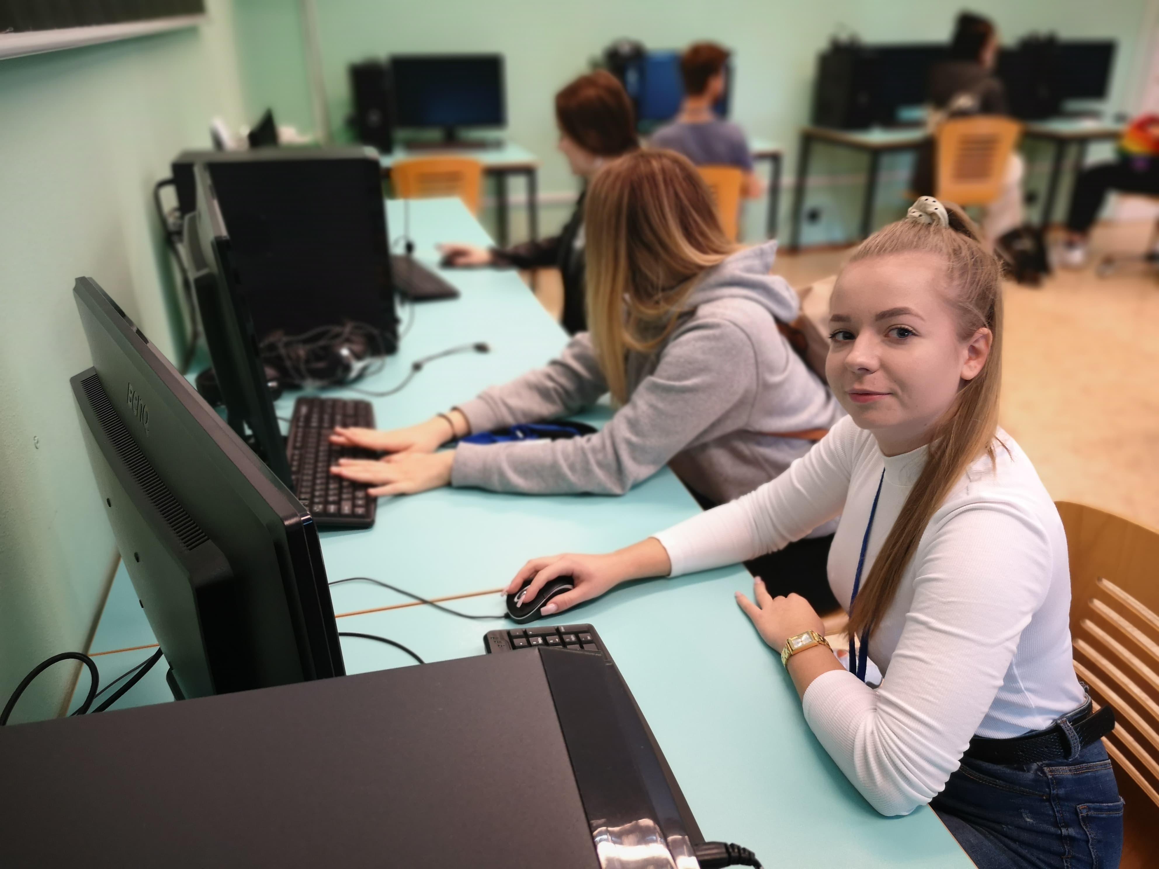 Uczniowie rozwijają własne fikcyjne firmy
