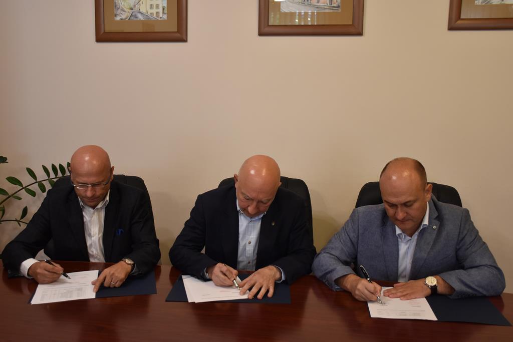 Podpisanie protokołu w sprawie przekazania księgozbioru