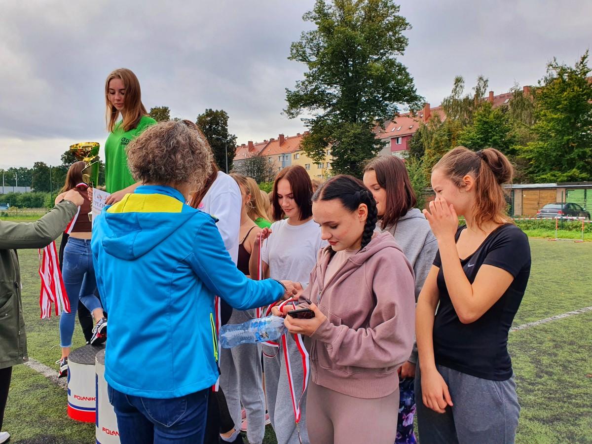 Brązowe medale sztafet przełajowych dla uczniów ZSP w Zgorzelcu